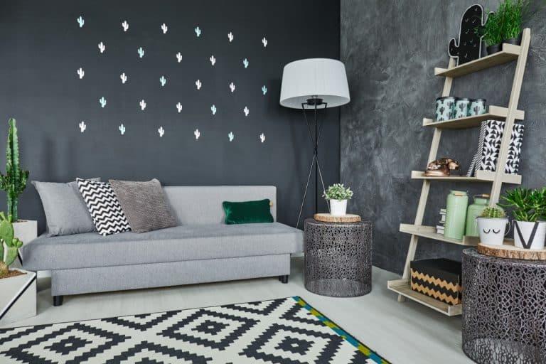 Black cactus wall decor exemple de travail de tapissier